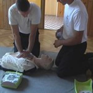 Folytatódik az életmentés oktatását támogató program